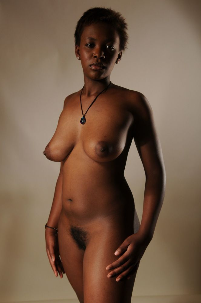 Naked ebony cougar - nude picture