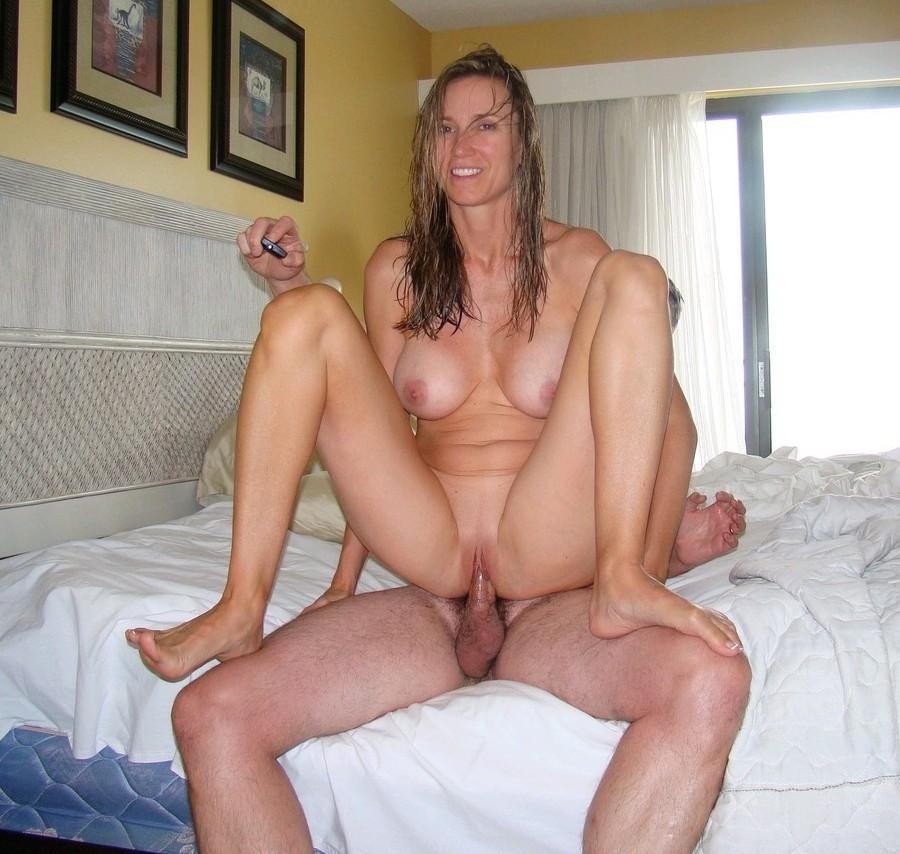Flashing Porno  for Cougar motel..