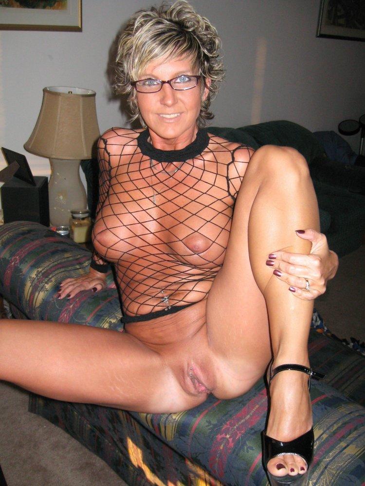 Зрелая голая женщина..