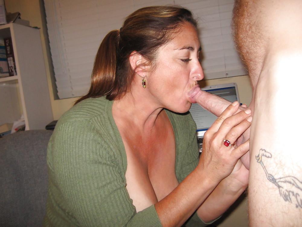 Classy housewife deep throat