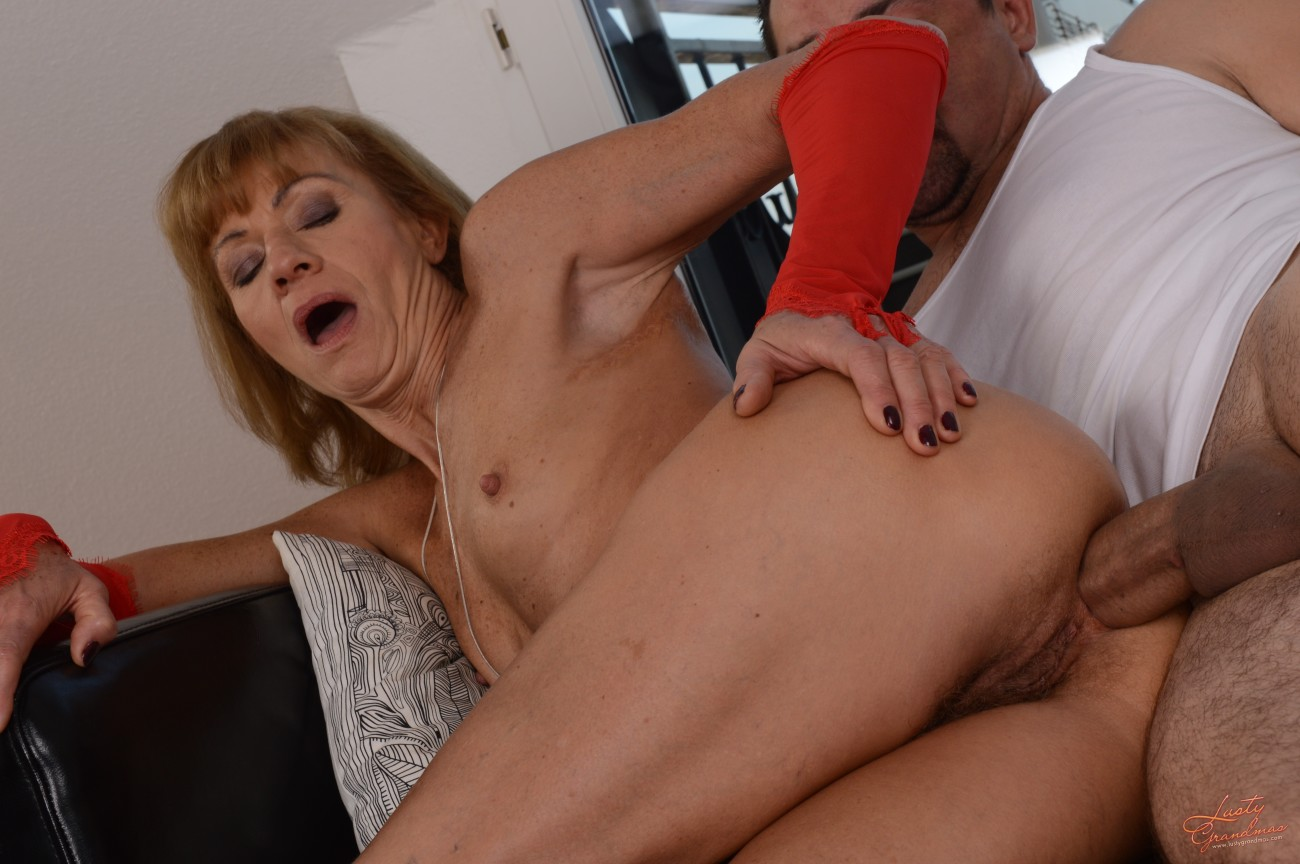 FREE Hard-core Images of Newbie anal..
