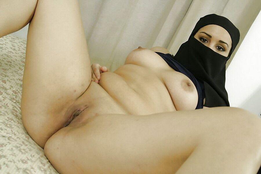 Muslim Arab Woman Posing Bare - Free..