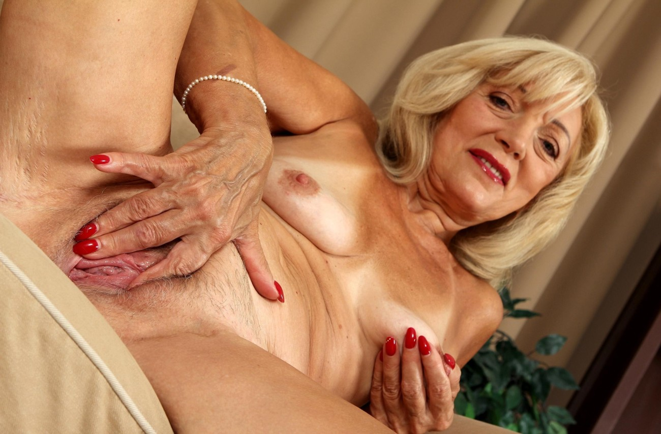 Naked damsel over 60 for - meilleur porn