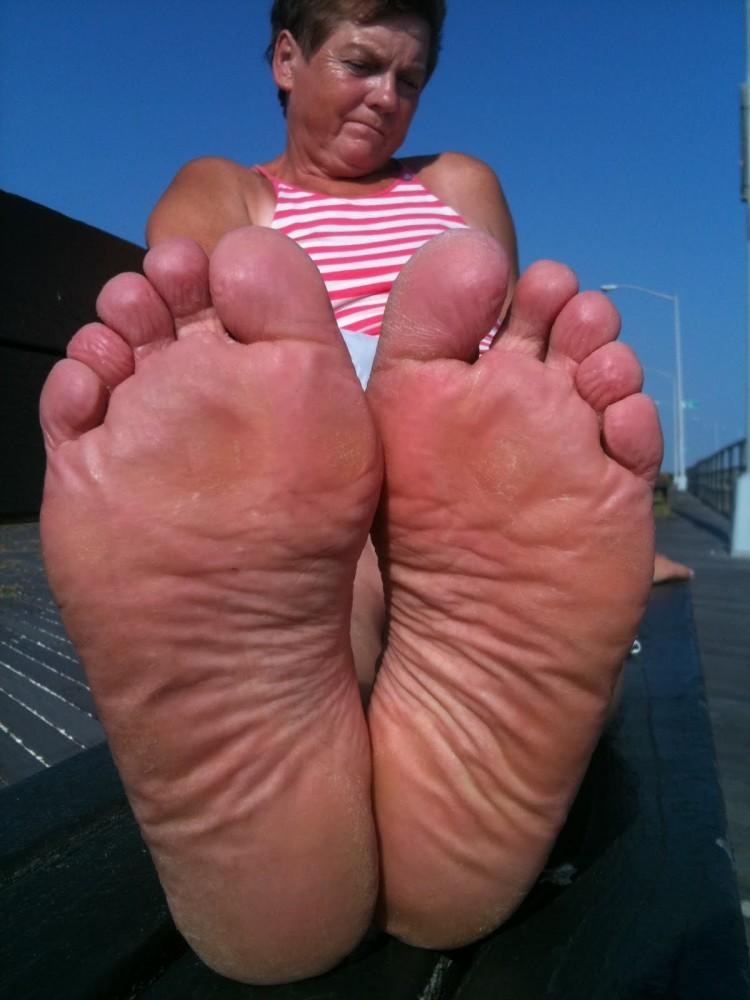 Mature Feet and toes STINK  upskirtporn