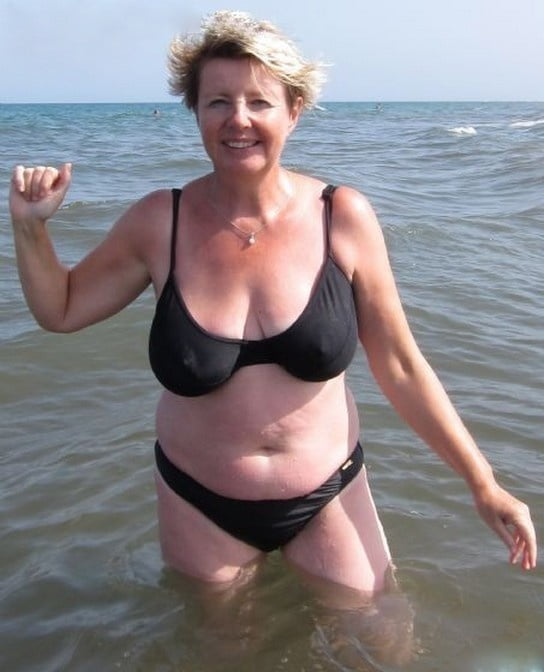 Mature Girls In Swimsuit NN (Mix) -..