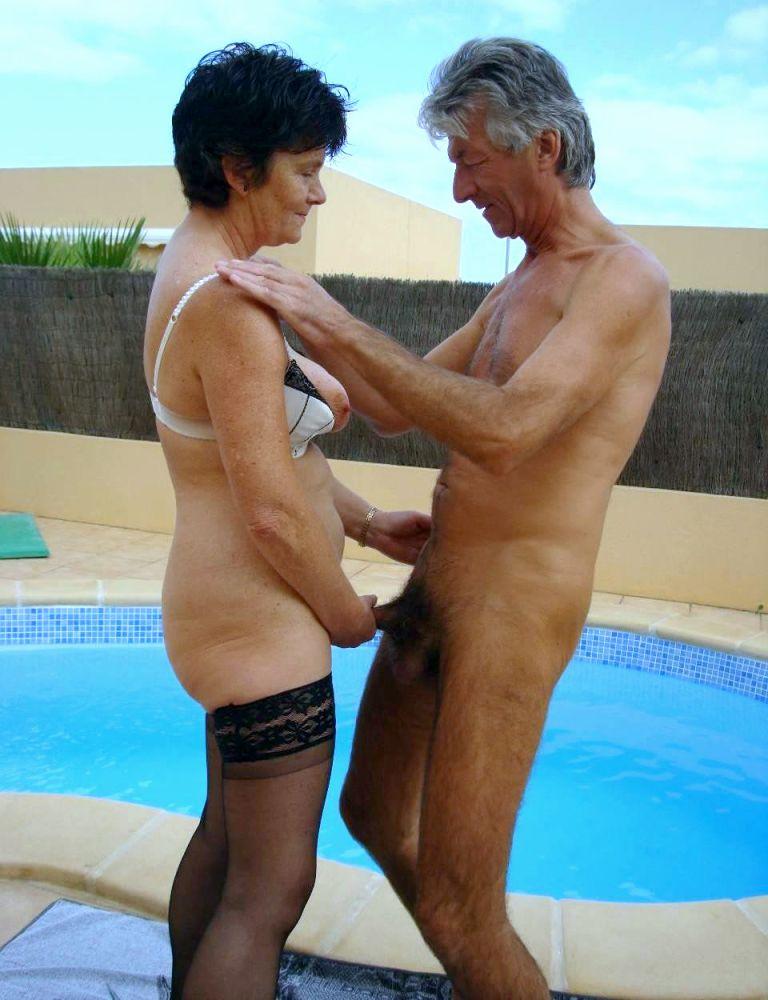 Homemade swinger porno with 2 mature..