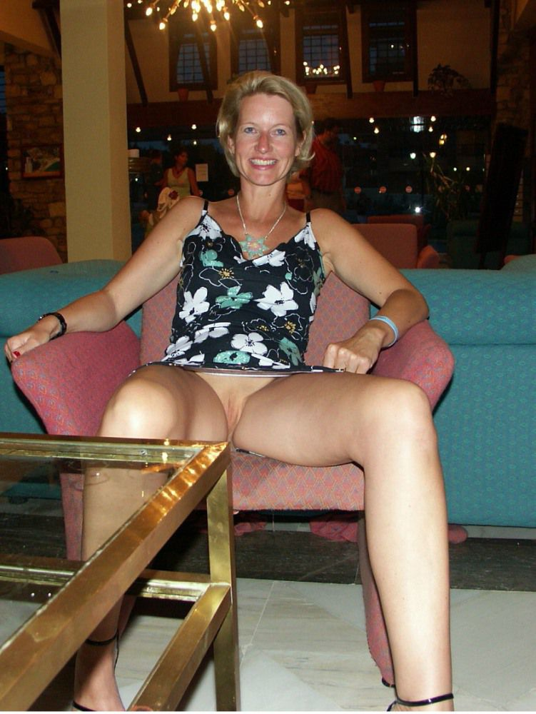 Mature dame is widely stretches her..