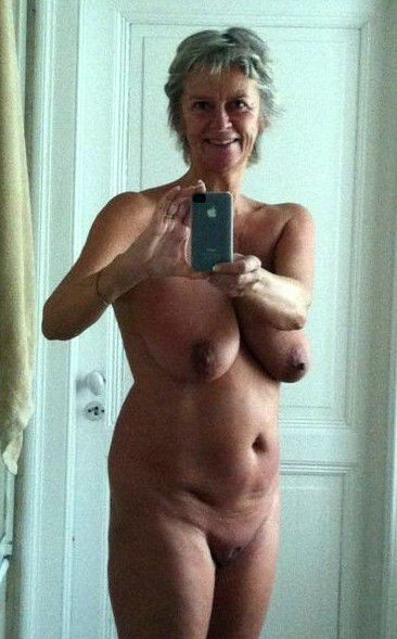 Home pic of nude mature wives in the..
