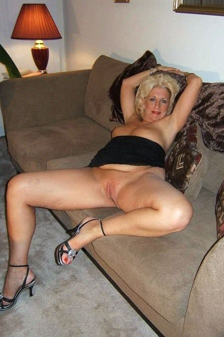 Nude grannie posing on the bed. I like..