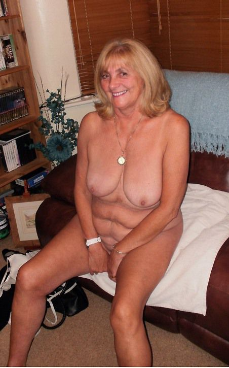 Bare grannie posing on the bed. I like..