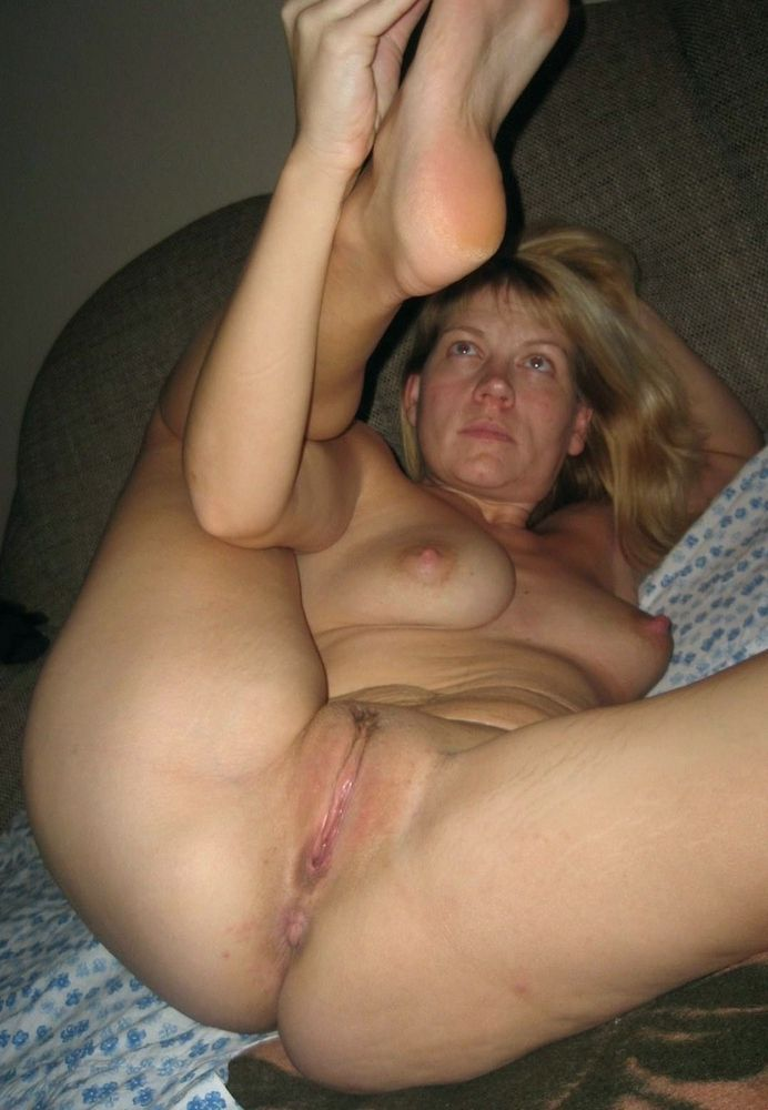 Completely nude mature ex-wife posing..