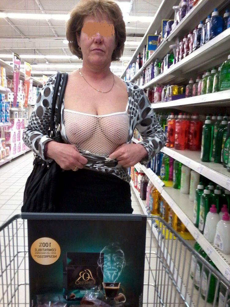 Joyful femmes showing  and slits in..