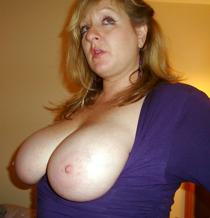 Chubby mature likes her knockers