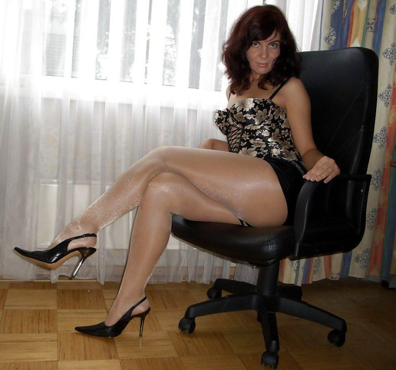 Superb looking moms in the pantyhose,..