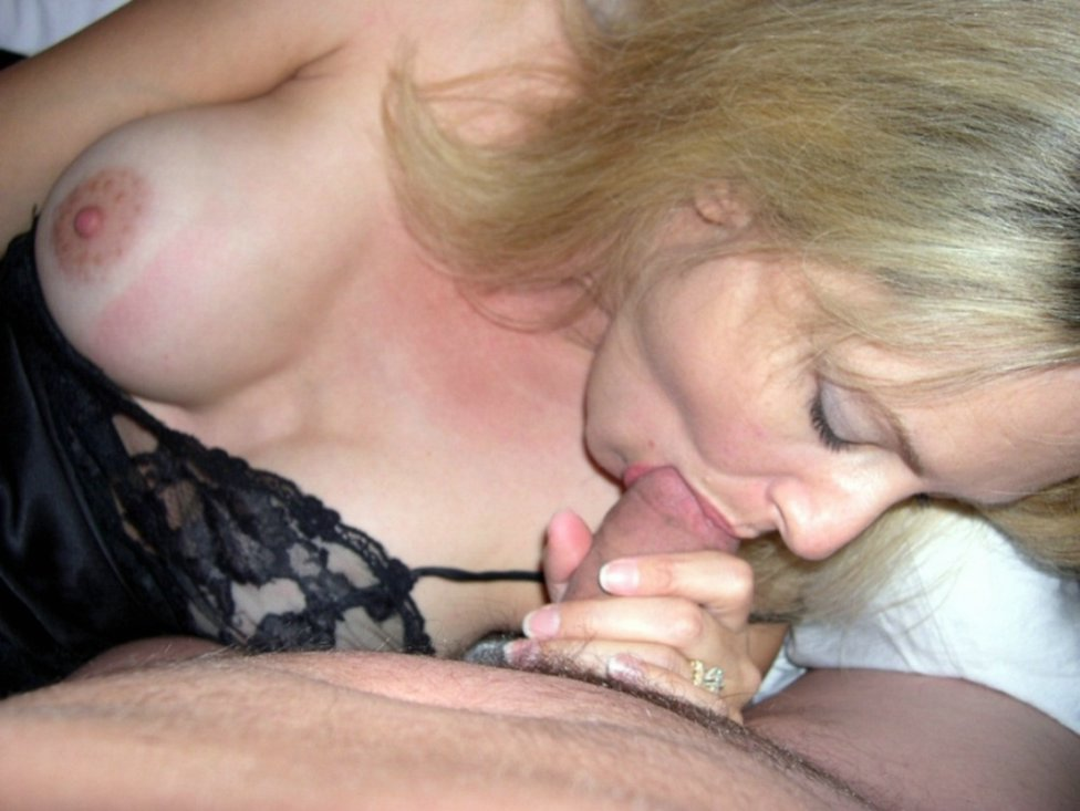 Unexperienced matures flashing her..