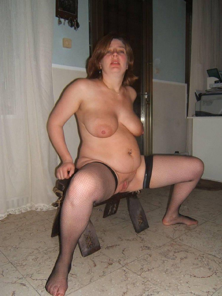 Humungous mom posing nude at home