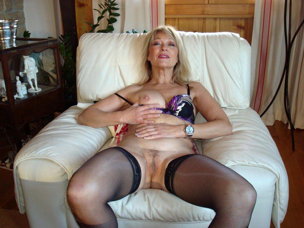 The hottest senior women pussy,..