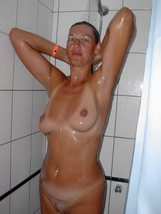 Nude women in shower, first-timer..