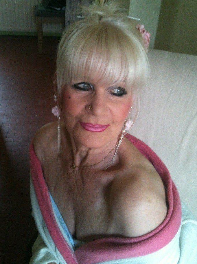 Mature slave mega-slut from Berkshire..