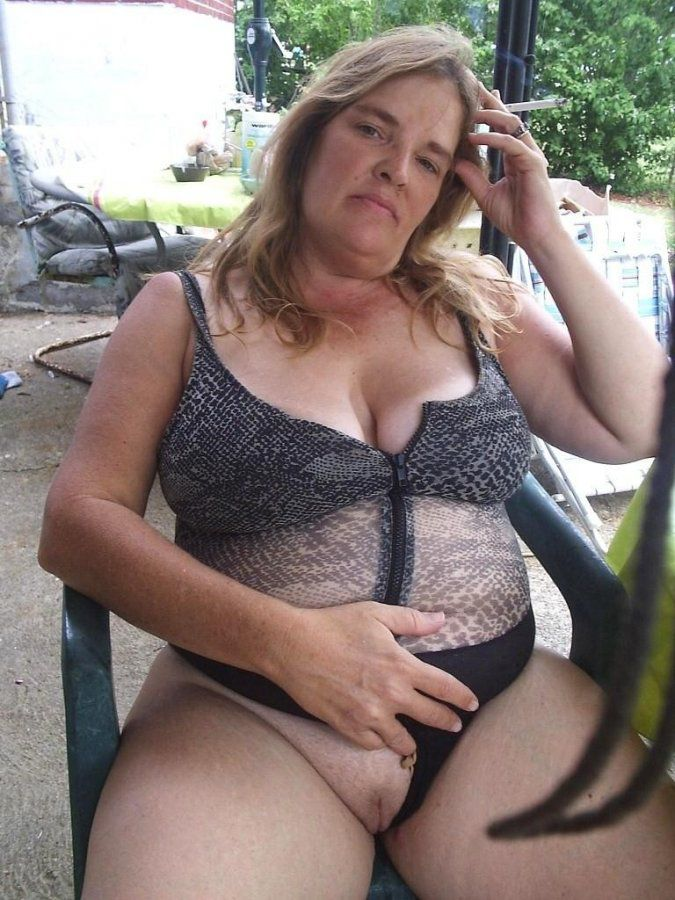 Nude and luxurious mom, first-timer..