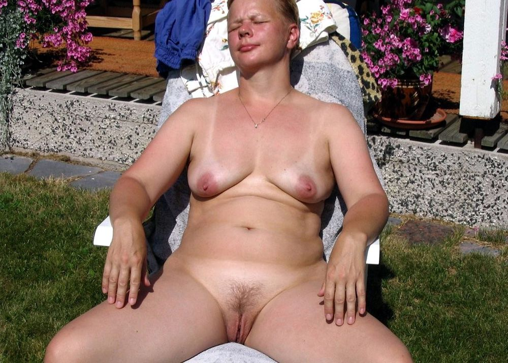 Slender Suntanned cougar with silicone..