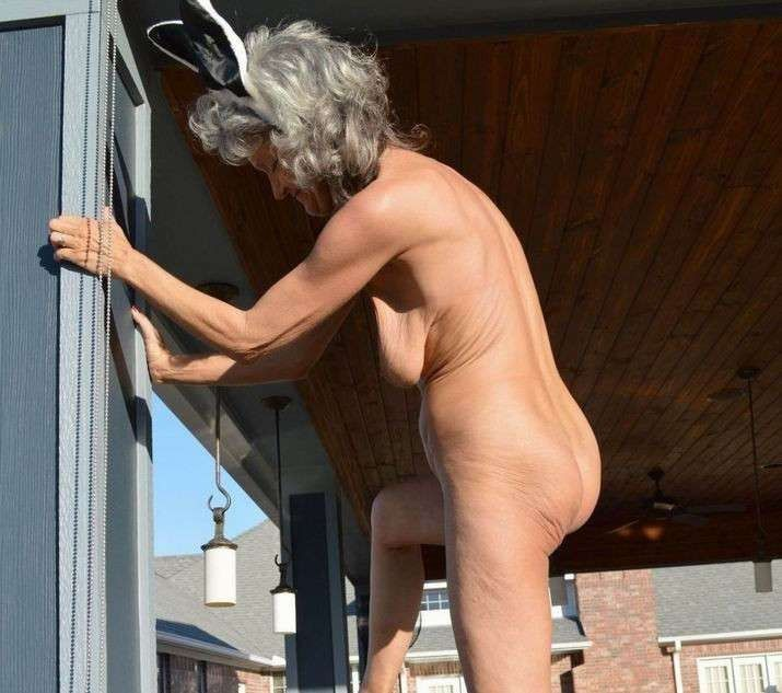 Absolutly nude Grandmothers GOT BACK!