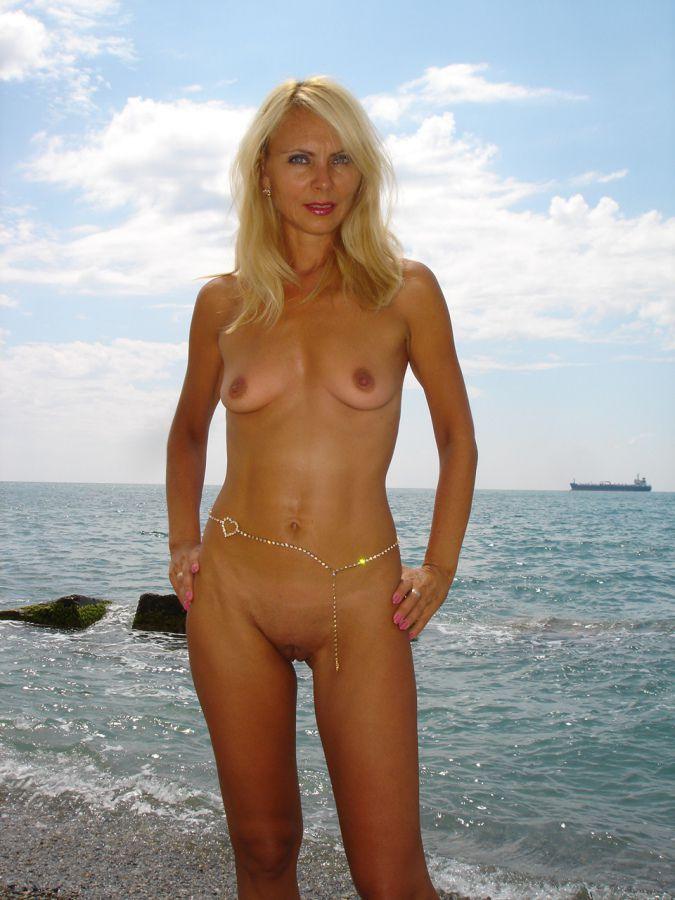 This blondie mummy gobble cock head..