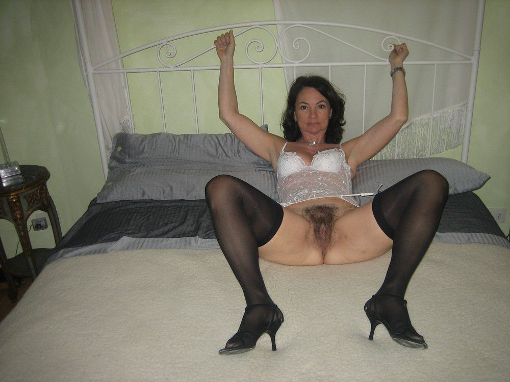 Sexually busy moms posing nude