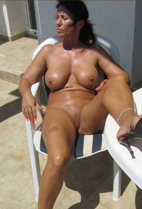 Suntanned mummy naked, stellar holiday..