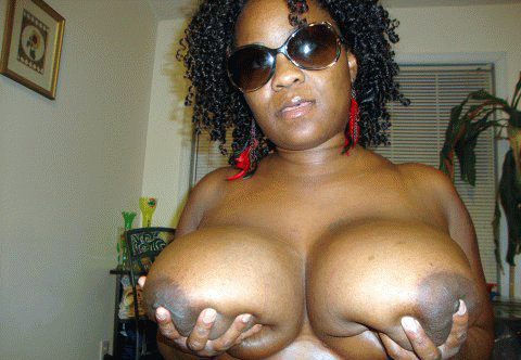 Titted ebony 40yo girl, exposes her..