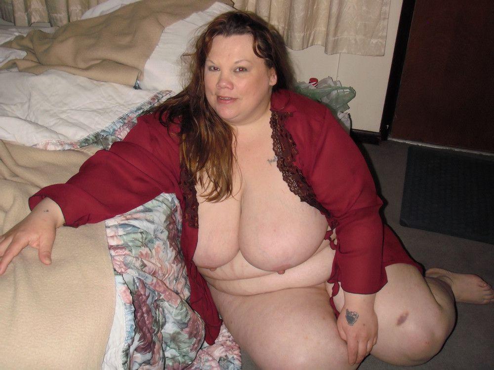 Big-boobed Plus-size mummy stripping..