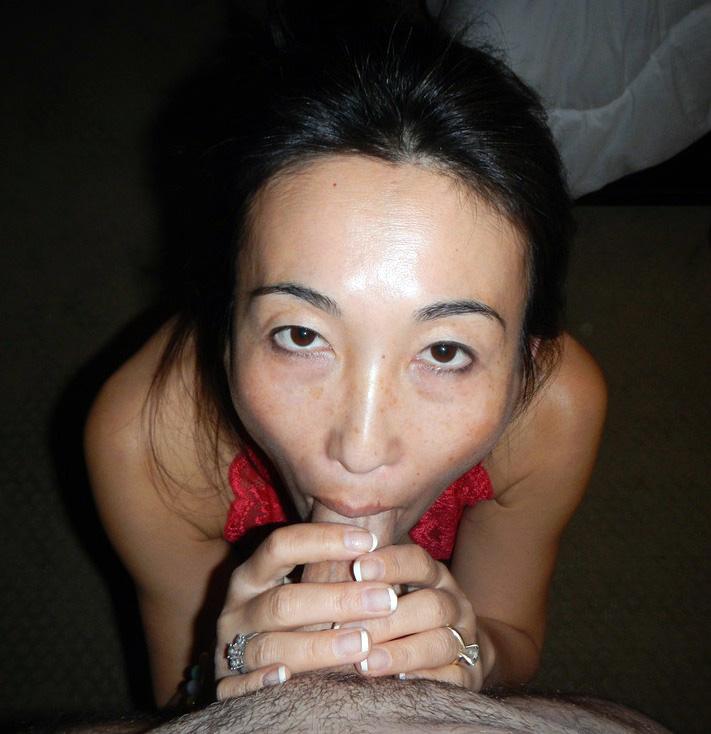 Japanese Mummy girl likes to flash it..