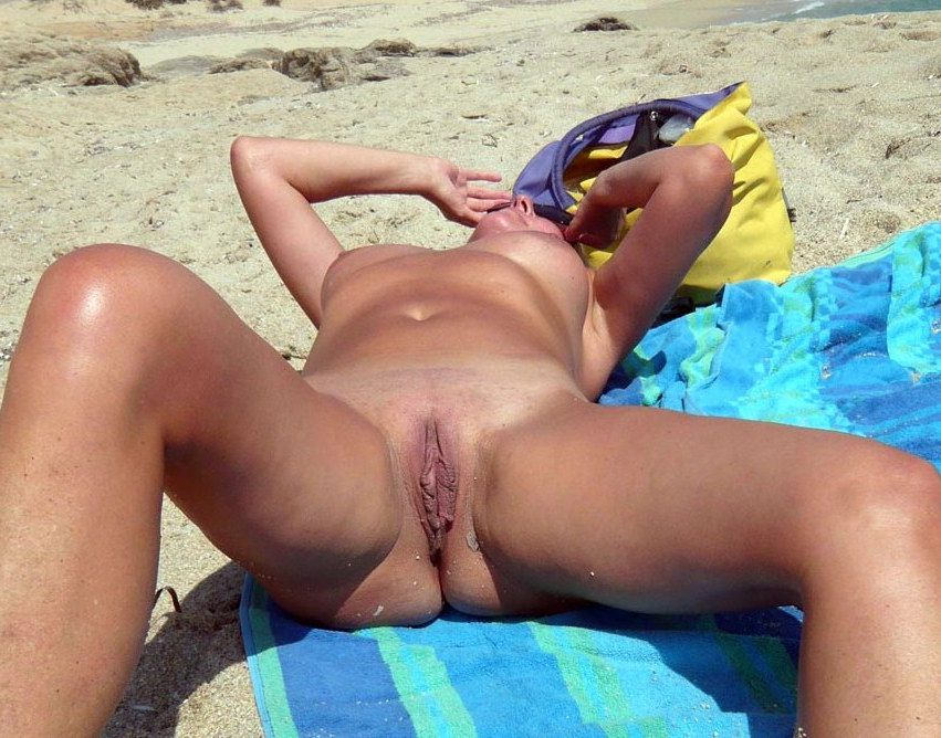 Naturist bootie and pussy, suntanned..