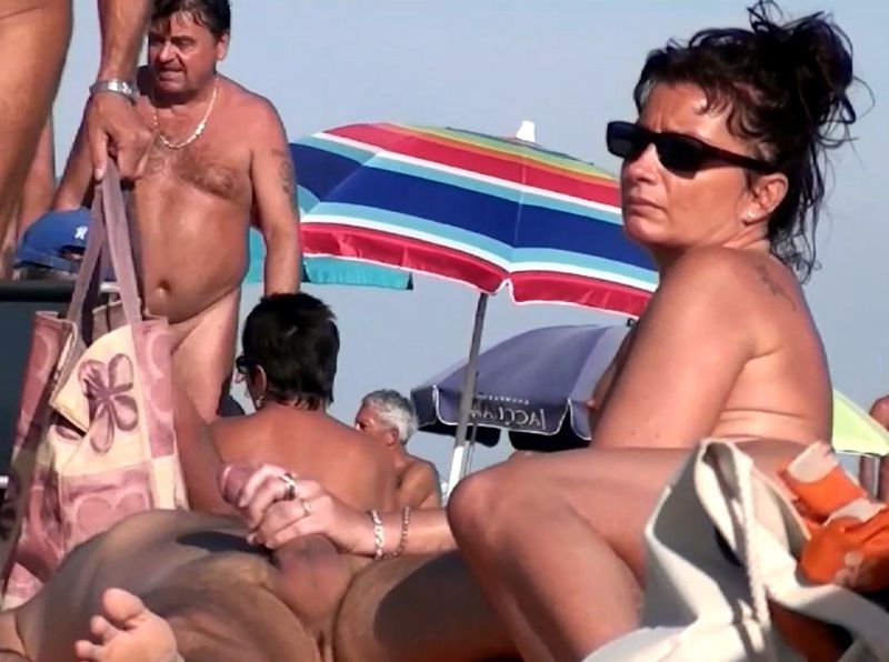 Cap d'Agde swingers, moms public sex,..