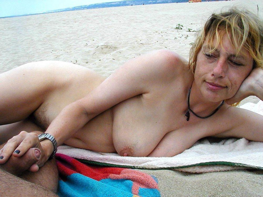 Yankee swingers in the French beach,..