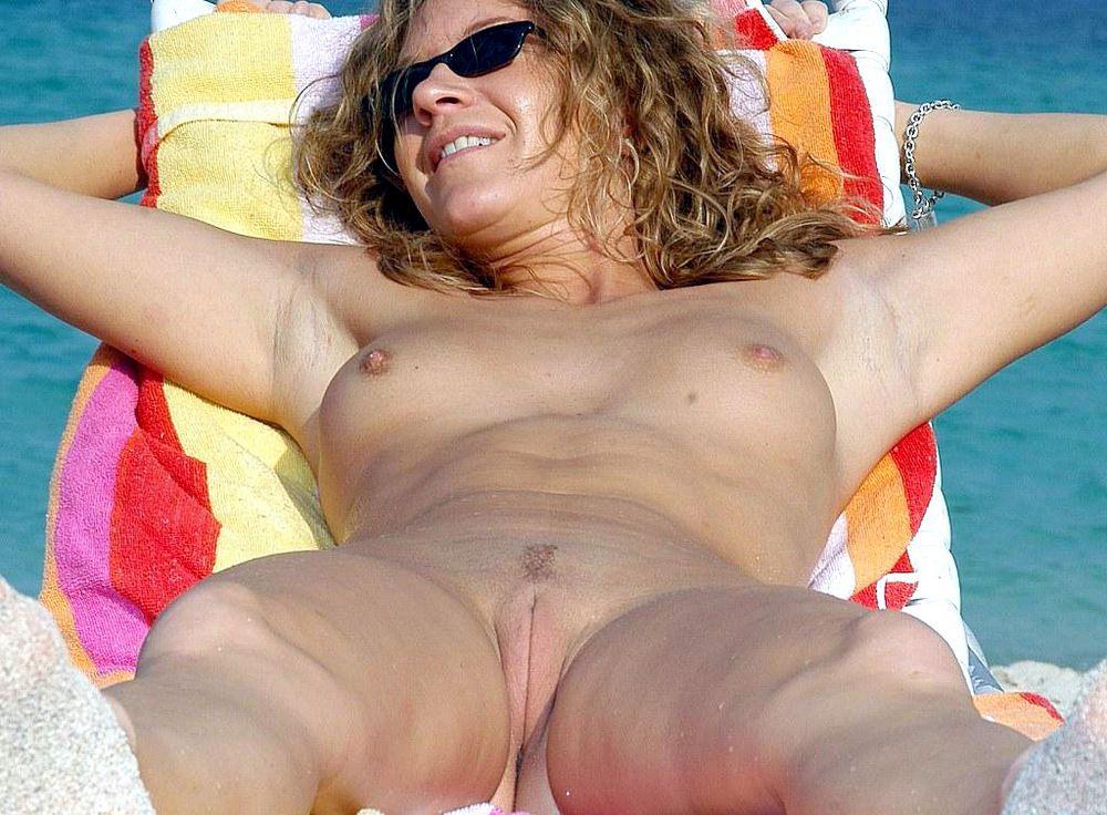 Fantastic bare women, hidden camera on..