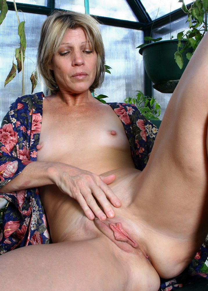 Different mature femmes stretching..