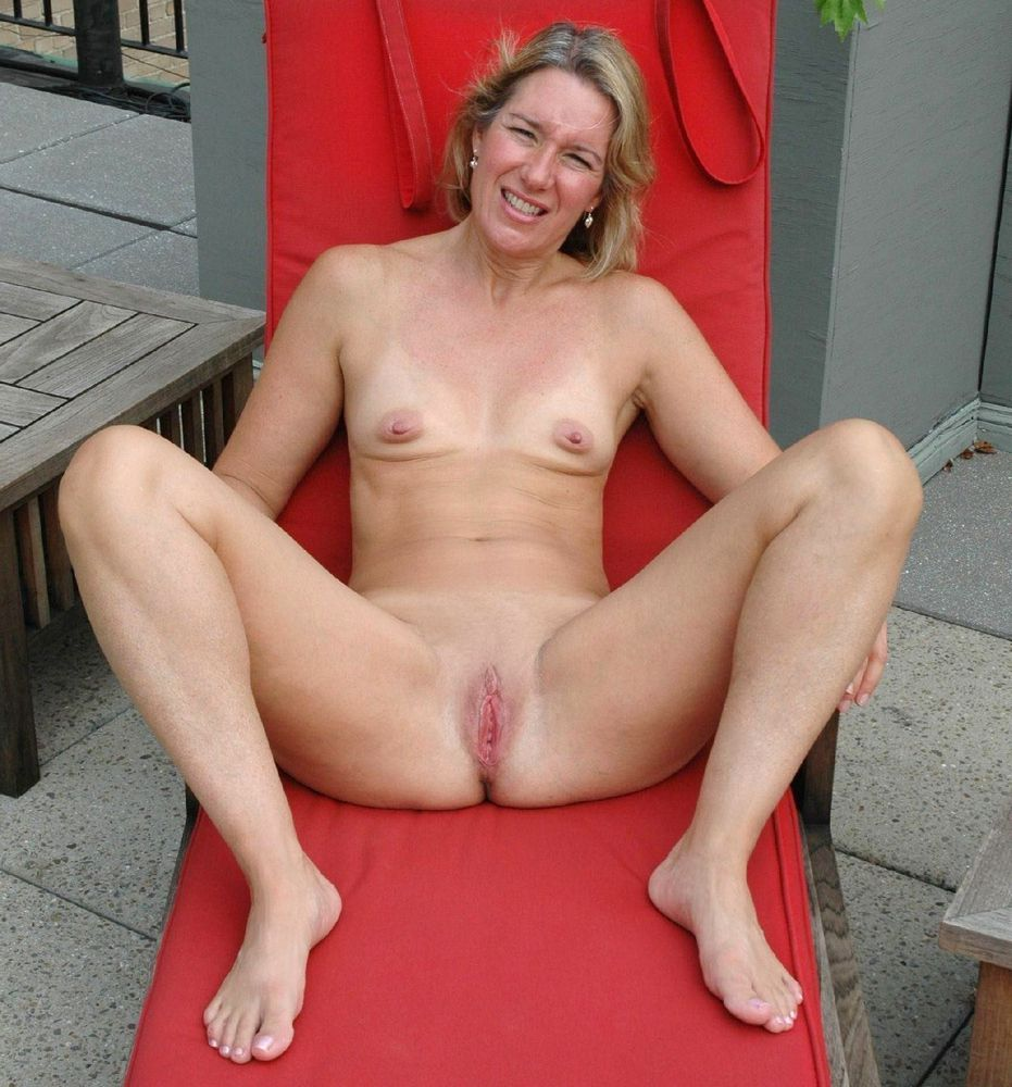 Bored at home euro mature gals opening..