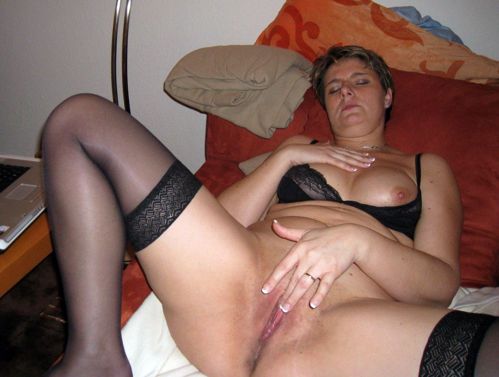 Inviting bare housewives photos,..