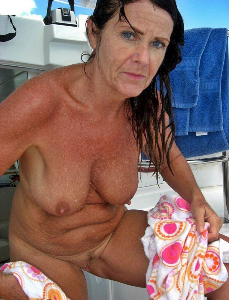 Toples mature dolls on Itallian beach..