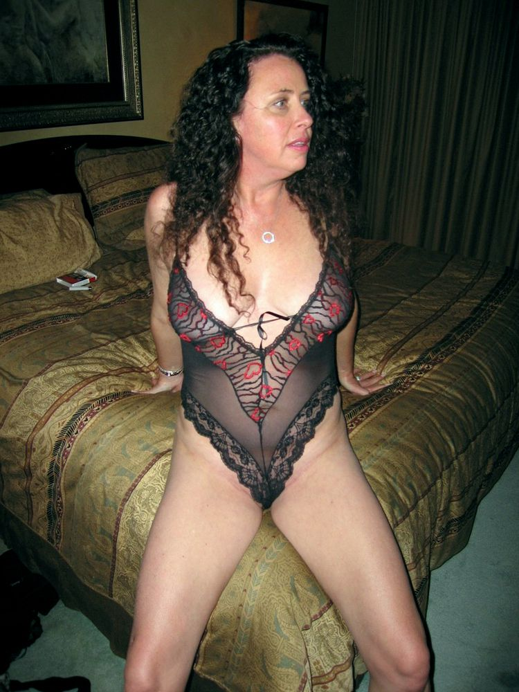 Bare mature housewives pics from..
