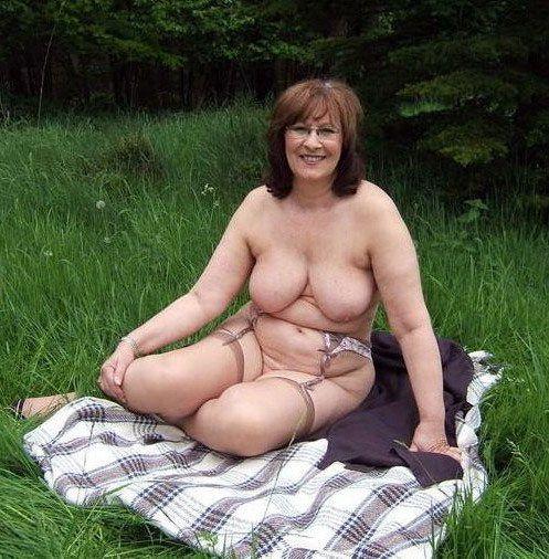 Fatty mature super-bitch disrobing and..