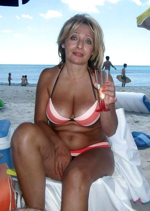 Big-titted mature chicks tourists in..