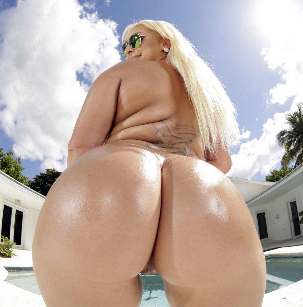 Towheaded Plus-size Nina Kayy posing..