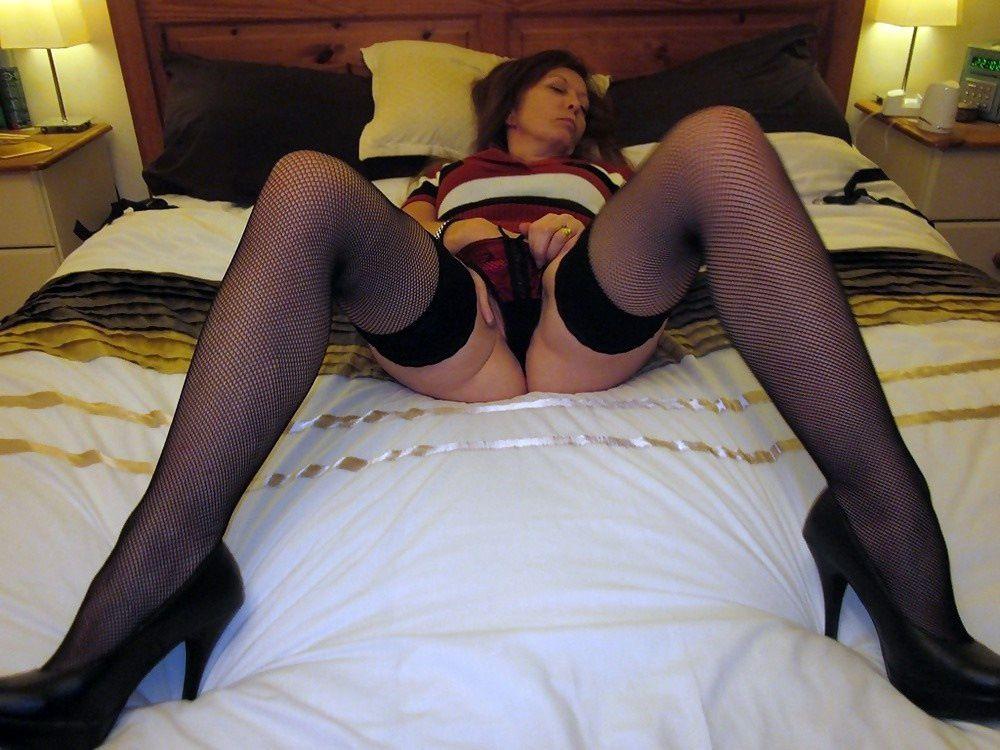 Long legged mature girls in pantyhose..