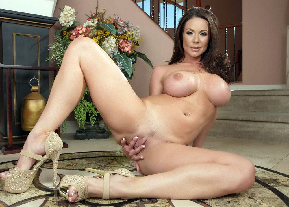 Caboose Mummy Kendra Eagerness flashes..