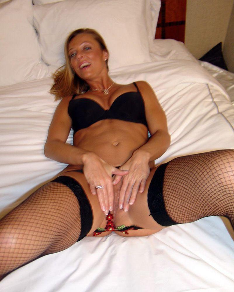 Luxurious Cougar Brenda James looks..