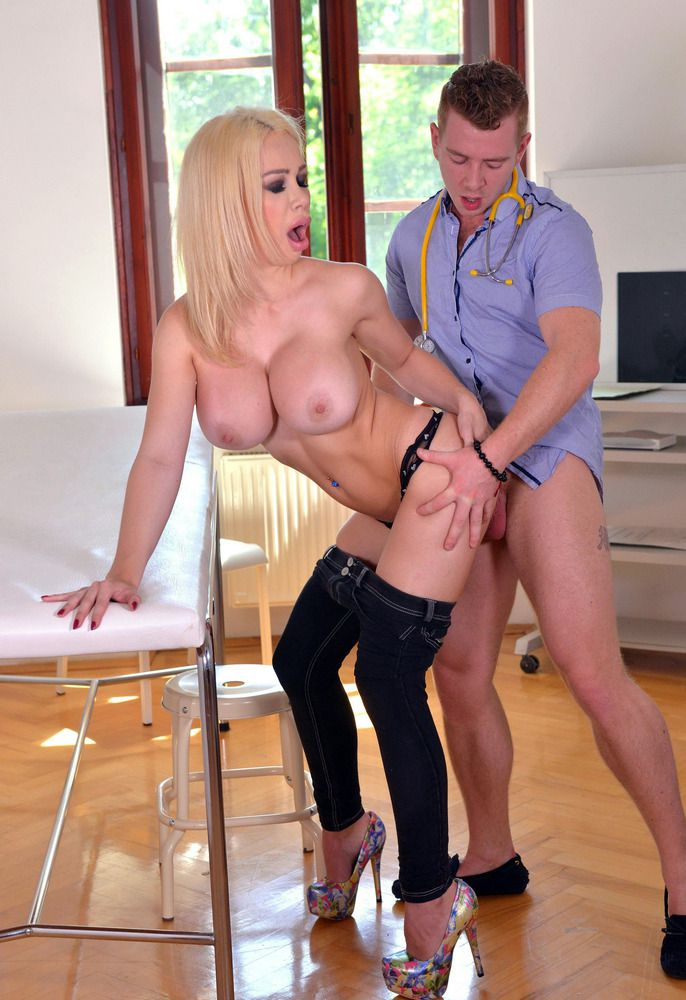 Bitchy towheaded Chessie Kay getting..
