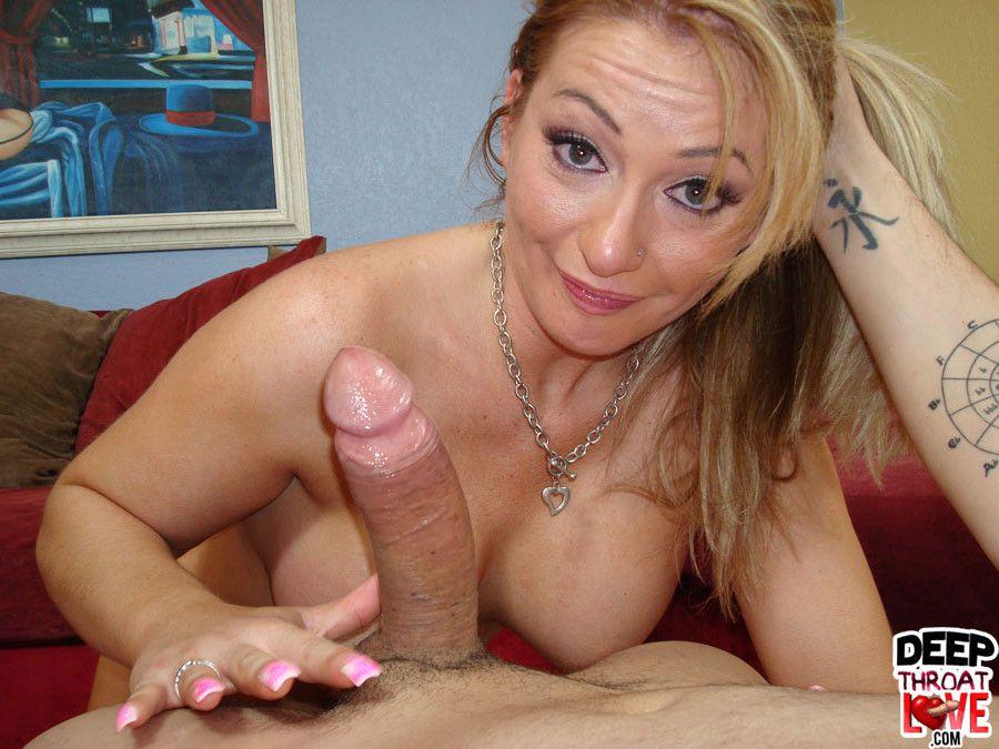 Blowjob enjoy Aline deep throating a..