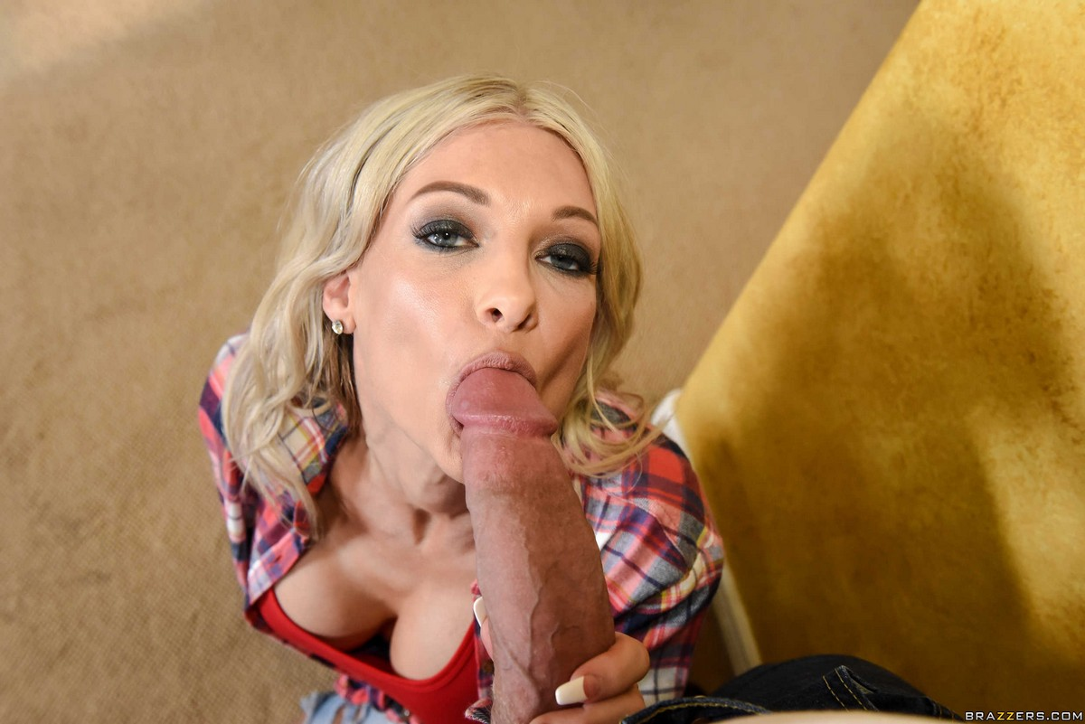 Tatted mature old super-bitch Synthia..